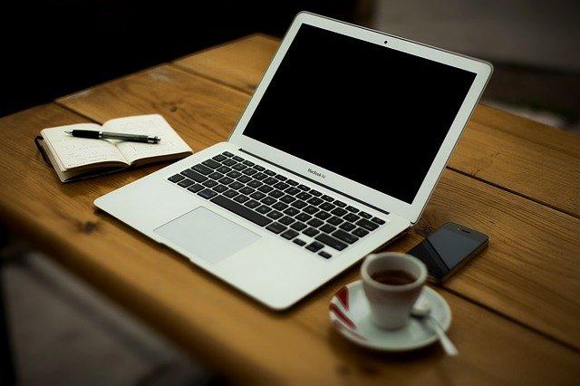 laptop do pracy biurowej